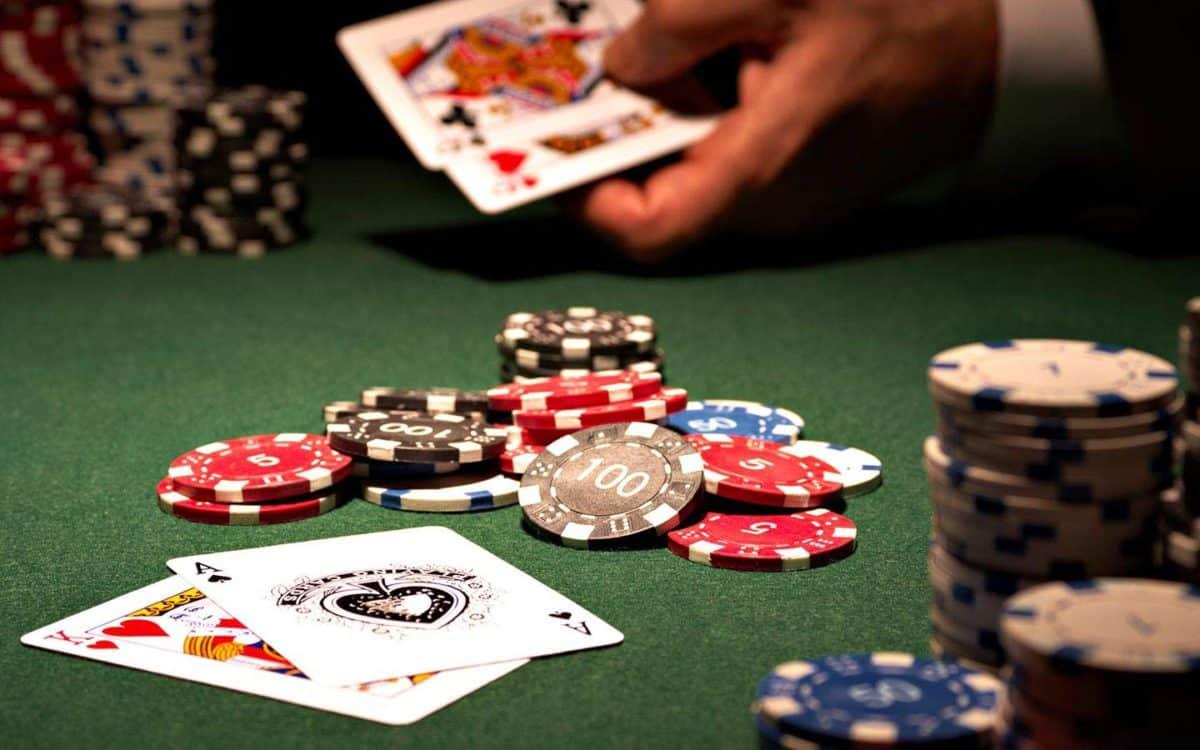 Apex8 online casino dealer